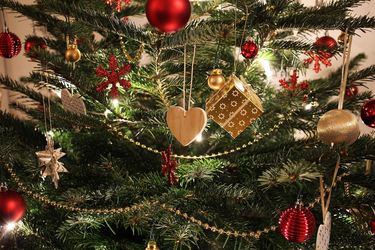 radosnych świąt bożego narodzenia, miłości i rodzinnego ciepła przy wigilijnym stole  oraz realizacji wszystkich planów i spełnienia marzeń w nowym 2018 roku
